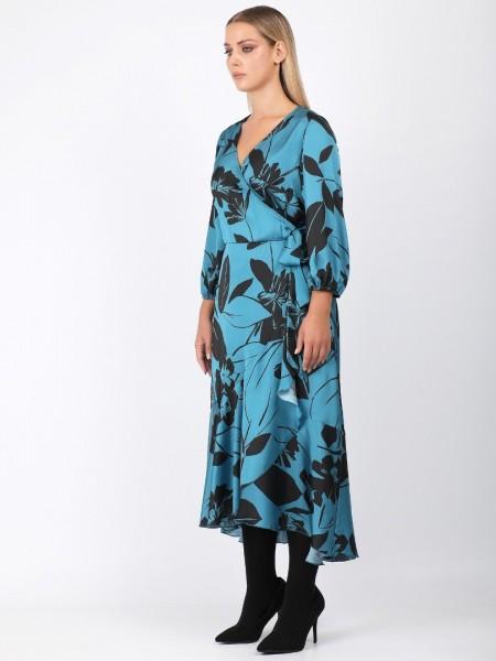Εμπριμέ πετρολ-μαύρο μακρυμάνικο maxi φόρεμα με ματ σατέν όψη, δέσιμο στο πλάι και βολάν στο τελείωμα Dina by MIRO