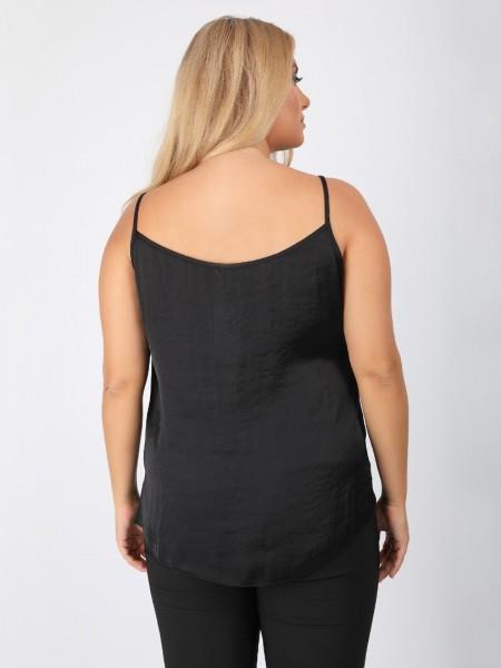 Μαύρη αμάνικη σατέν μπλούζα σε ίσια γραμμή με μικρά ανοίγματα στα πλαϊνά DinaXL