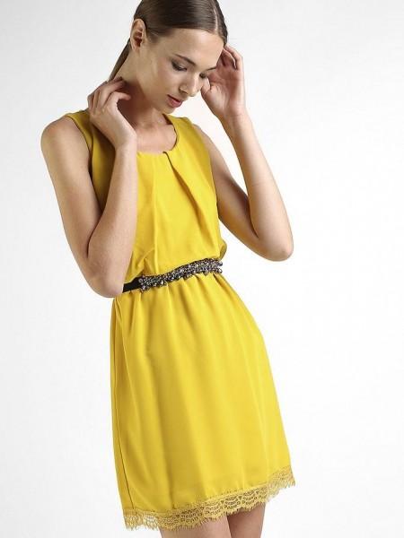 Κίτρινο αμάνικο κοντό φόρεμα με λάστιχο στη μέση , δαντέλα στο τελείωμα και μικρή πιέτα στο στήθος Goa goa