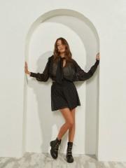 Εμπριμέ μαύρο κοντό σορτς-φούστα απο μουσελίνα με τύπωμα αστέρια και μπάσκα λάστιχο στη μέση Lynne