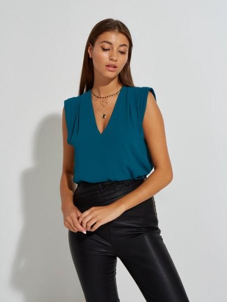 Πετρόλ αμάνικη μουσελίνα μπλούζα με V-λαιμόκοψη, μικρές πιέτες και διπλό τελείωμα στους ώμους Lynne