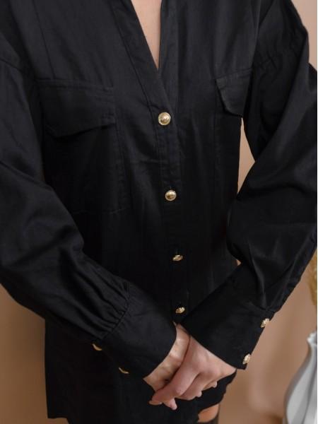 Μαύρο μακρυμάνικο βαμβακερό shirt-look φόρεμα με χρυσά κουμπιά μπροστά, μπροστινές τετράγωνες τσέπες με καπάκι, ρεγκλάν μανικοκόλληση, κουφόπιετα στην πλάτη και φουσκωτά μανίκια Lynne
