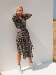Εμπριμέ μαύρο-πράσινο μακρυμάνικο κρουαζέ midi Flory Leopard Dress φόρεμα με βάτες στους ώμους και βολάν Mallory the Label