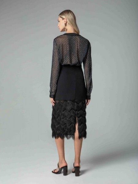 Μαύρη midi φούστα με κρόσια στο τελείωμα και κλείσιμο με φερμουάρ στο πίσω μέρος Mya