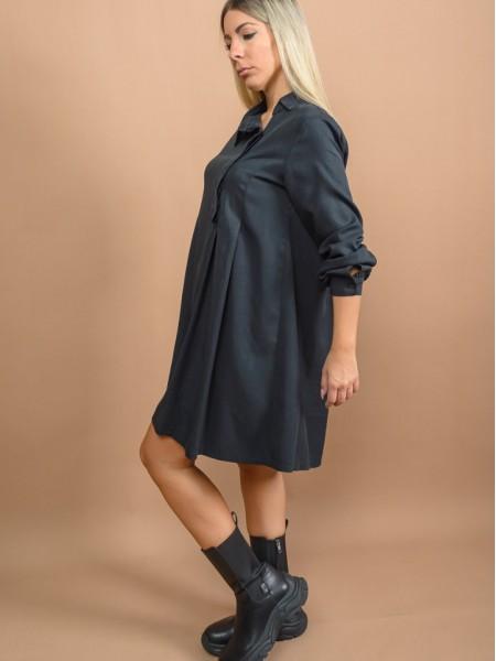 Μαύρο tencel μακρυμάνικο κοντό SAMAN φόρεμα με πέτο γιακά, κρυφά κουμπιά ελαφρώς πλάι, πιέτες μπροστά και κουφόπιετες στην πλάτη Namaste