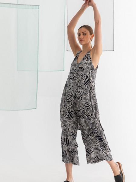 Floral printed μαύρο ANGUS  twin-set αμάνικη μπλούζα με ανοίγματα μπροστά και στα πλαινά και ψηλόμεση cropped παντελόνα Namaste