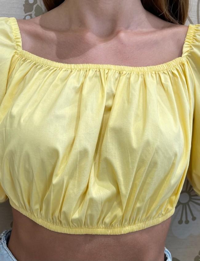 Κίτρινη  κοντομάνικη βαμβακερή cropped μπλούζα με έξω ώμους, λάστιχο στα τελειώματα και δέσιμο με κόμπο στην πλάτη We coss