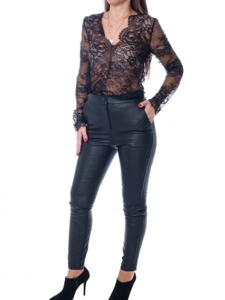 Μαύρη μακρυμάνικη μπλούζα με δαντέλα, V λαιμόκοψη και τελειώματα δαντέλας Access