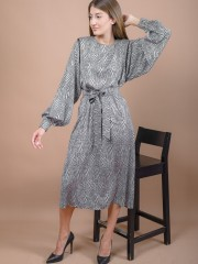 Πουά μαύρο-γκρι μακρυμάνικο midi φόρεμα σε ίσια γραμμή, με στρογγυλή λαιμόκοψη, φαρδιά μανίκια, βάτες και αποσπώμενη υφασμάτινη ζώνη Access