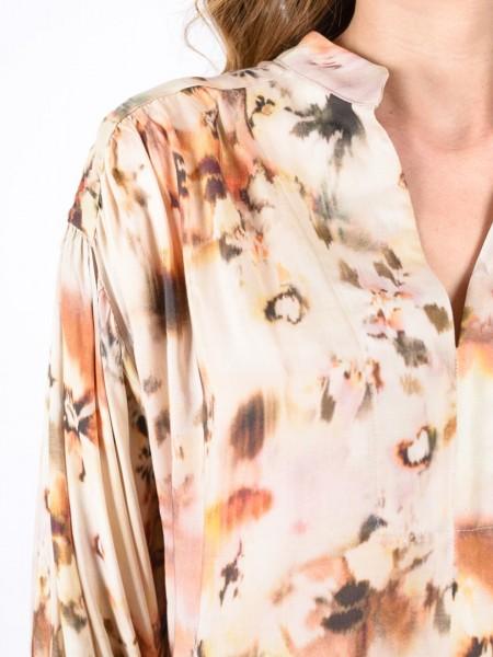 Εμπριμέ μπεζ μακρυμάνικη loose-fit μπλούζα με μάο γιακά, V-λαιμόκοψη, φαρδιά μανίκια με σούρες και διακοσμητικά κουμπιά στο τελείωμα Access