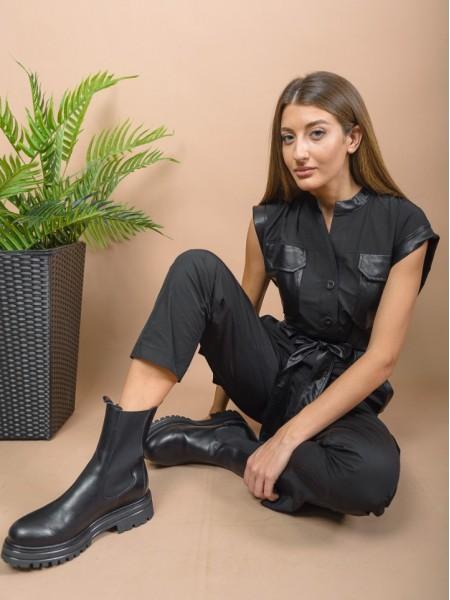 Μαύρη αμάνικη ολόσωμη φόρμα σε σταθερό ύφασμα cargo με μάο γιακά, faux-leather λεπτομέρειες, μεγάλες εξωτερικές τσέπες και αποσπώμενη ζώνη Access