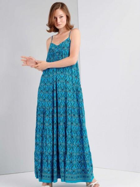 Εμπριμέ γαλάζιο αμάνικο maxi φόρεμα με λεπτή ρυθμιζόμενη τιράντα, V-λαιμόκοψη, κουμπιά στο μπούστο και βολάν σε επίπεδα Ale
