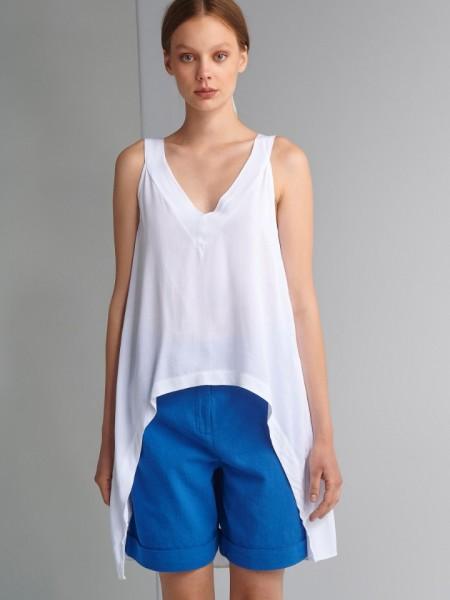Λευκή αμάνικη μπλούζα με μεγάλη ασυμμετρία και V-λαιμόκοψη Ale