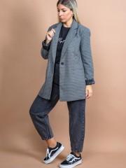 Καρώ γκρι loose-fit μονόκουμπο σακάκι με μακρύ πέτο γιακά, μπροστινές τσέπες και καπακωτό άνοιγμα πίσω Attrattivo