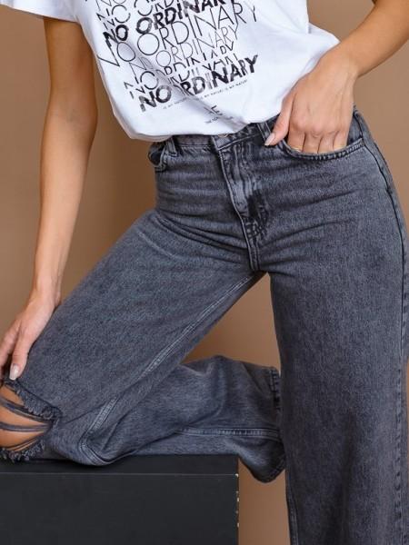 Μαύρη highwaisted wide leg jean παντελόνα με σκίσιμο μπροστά στο γόνατο Attrattivo