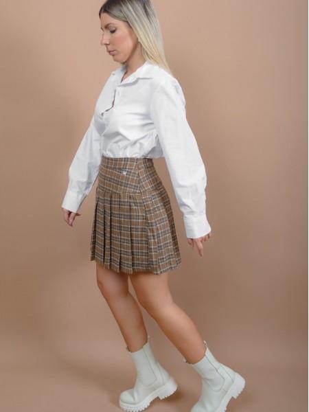 Καρώ μπεζ κοντή φούστα τύπου tennis με πολλές πιέτες, σταθερή μπάσκα και κλείσιμο με φερμουάρ στο πλάι Attrattivo