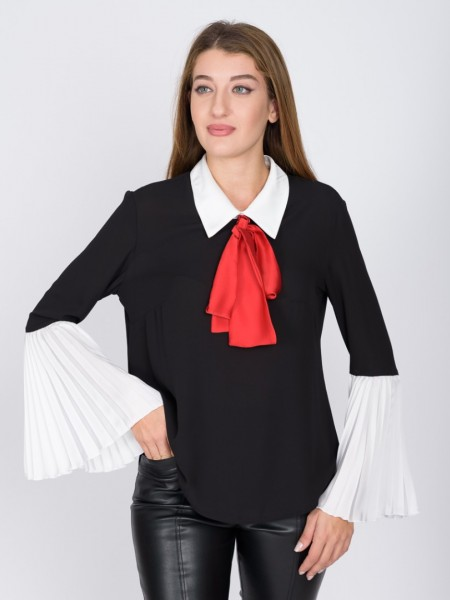 Μαύρη μπλούζα με εκρού σατέν γιακά στη λαιμόκοψη, πλισέ τελείωμα στο μανίκι και αποσπώμενο φιόγκο Badoo
