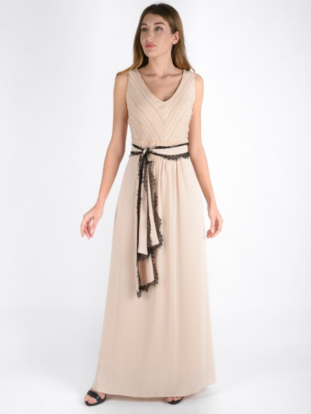 Nude αμάνικο maxi φόρεμα με συνδυασμό δύο υφασμάτων, V-λαιμόκοψη, υφασμάτινη αποσπώμενη ζώνη με τελείωμα δαντέλα και κλείσιμο με φερμουάρ στην πλάτη Badoo