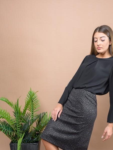 Μαύρη μακρυμάνικη μπλούζα μουσελίνα με στρογγυλή λαιμόκοψη, κουφόπιετα μπροστά, μανίκι καμπάνα με λεπτομέρεια στρας Coelia