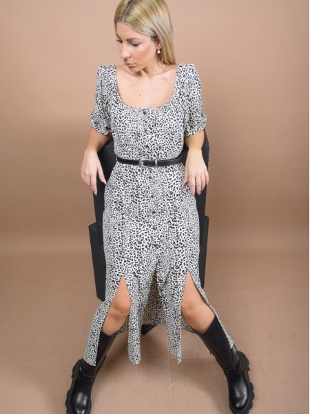 Animal printed εκρού midi ARYA φόρεμα με χαμόγελο λαιμόκοψη, κουμπιά μπροστά, ανοίγματα και αποσπώμενη ζώνη Enzzo