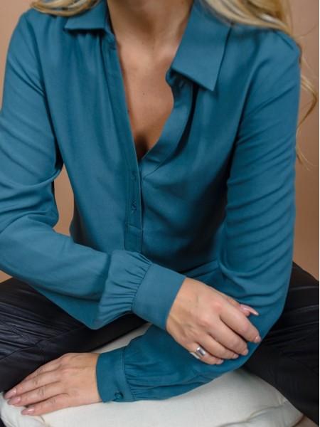 Πετρόλ μακρυμάνικη shirt-look μπλούζα με ασυμμετρία στο στρογγυλεμένο τελείωμα, κουμπιά μπροστά και στις μανσέτες και σούρες στην πλάτη Enzzo