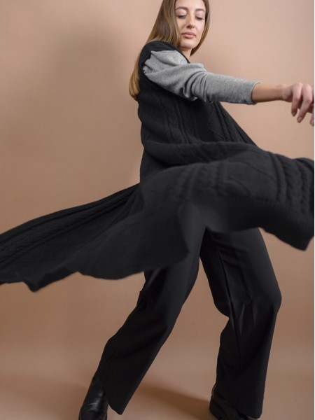 Μαύρο πλεκτό midi γιλέκο με κοτσίδα και ρόμβους πλέξη, σε ίσια γραμμή και rib τελειώματα Forel