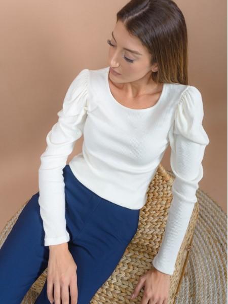 Βανίλια μακρυμάνικη πλεκτή μπλούζα σε εφαρμοστή γραμμή, rib ύφανση με τονισμένους ώμους και στρογγυλή λαιμόκοψη Innocent