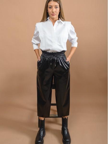 Μαύρο ψηλόμεσο faux-leather cropped παντελόνι με φαρδύ λάστιχο στην μέση και πλαϊνές τσέπες Innocent
