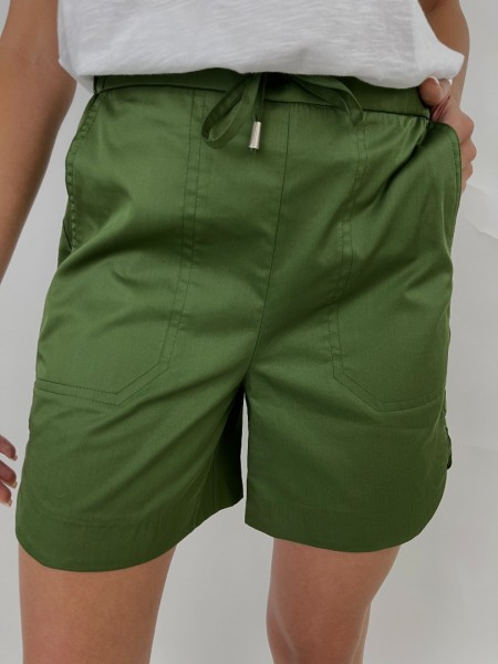 Πράσινο ψηλόμεσο βαμβακοσατέν σορτς με κορδόνι με τούνελ στην μέση, μεγάλες μπροστινές τσέπες και στρογγυλεμένα ανοίγματα στα τελειώματα στο πλάι Innocent