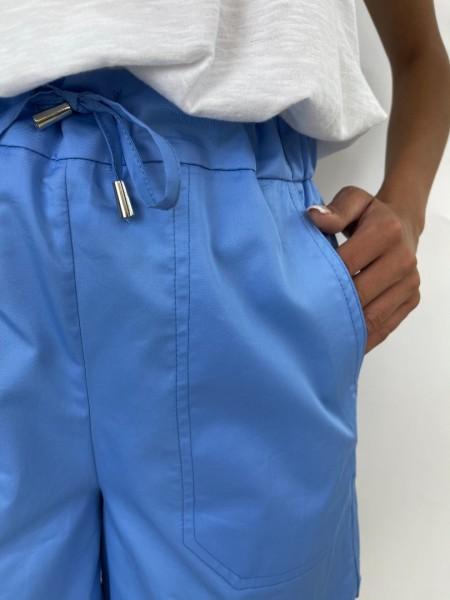 Σιελ ψηλόμεσο βαμβακοσατέν σορτς με κορδόνι με τούνελ στην μέση, μεγάλες μπροστινές τσέπες και στρογγυλεμένα ανοίγματα στα τελειώματα στο πλάι Innocent