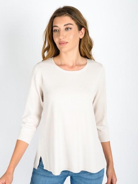 Εκρού ανοιξιάτικη πλεκτή μπλούζα σε Α γραμμή με ανοιχτή στρογγυλή λαιμόκοψη, μικρό άνοιγμα στην πλάτη και στα πλαϊνά Julia Bergovich