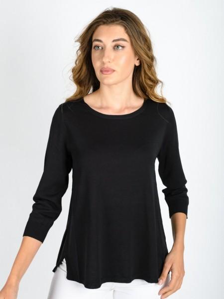 Μαύρη ανοιξιάτικη πλεκτή μπλούζα σε Α γραμμή με ανοιχτή στρογγυλή λαιμόκοψη, μικρό άνοιγμα στην πλάτη και στα πλαϊνά Julia Bergovich