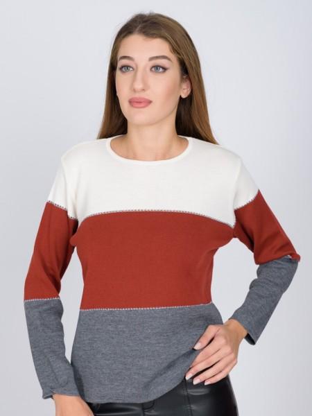 Ριγέ κόκκινη-γκρι μακρυμάνικη πλεκτή μπλούζα, με στρογγυλή λαιμόκοψη σε ίσια γραμμή και ιδιαίτερη πλέξη διαχωριστική ανάμεσα στα χρώματα nicola