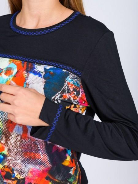 Μαύρη μακρυμάνικη μπλούζα με στρογγυλή λαιμόκοψη, εμπριμέ προτοκαλί τύπωμα και μπλε ρουά γαζί στο λαιμό και στο τελείωμα στο μανίκι Tinta Style