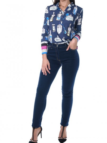 Εμπριμέ μπλε μακρυμάνικη μπλούζα με μάο γιακά και κουμπάκια TINTA