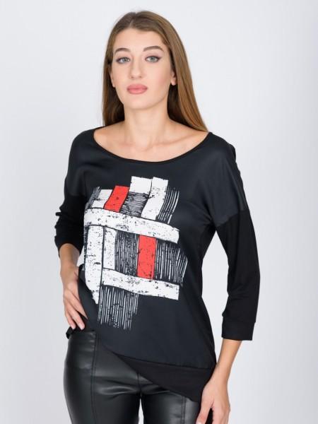 Μαύρη μακρυμάνικη μπλούζα με τύπωμα μπροστά, ανοιχτή στρογγυλή λαιμόκοψη, ρεγκλάν μανικοκώλλυση και σε συνδυασμό δυο υφασμάτων Vener