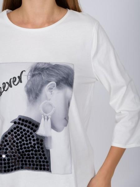 Λευκή μακρυμάνικη βαμβακερή μπλούζα με στρογγυλή λαιμόκοψη, τύπωμα με πρόσωπο και logo ''however'' 3/4 μανίκια και laser cut τελειώματα Vener