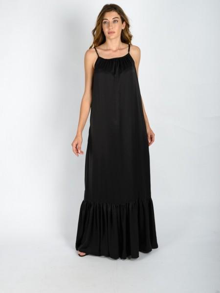 Μαύρο ματ σατέν maxi αμάνικο φόρεμα με λεπτή ρυθμιζόμενη τιράντα, μικρές σούρες μπροστά, πλαϊνές τσέπες και μεγάλο βολάν στο τελείωμα Vener