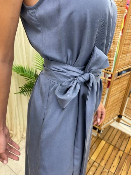 Ίντιγκο tencel ολόσωμη φόρμα σε φαρδιά γραμμή, με λεπτή ρυθμιζόμενη τιράντα, πλαϊνές τσέπες και αποσπώμενη υφασμάτινη ζώνη Vener